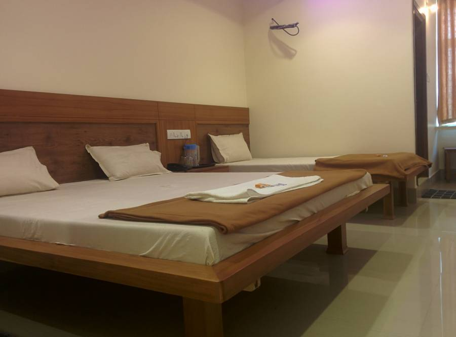 Hotel New White House Lodging, Hyderabad, India, India hostels and hotels