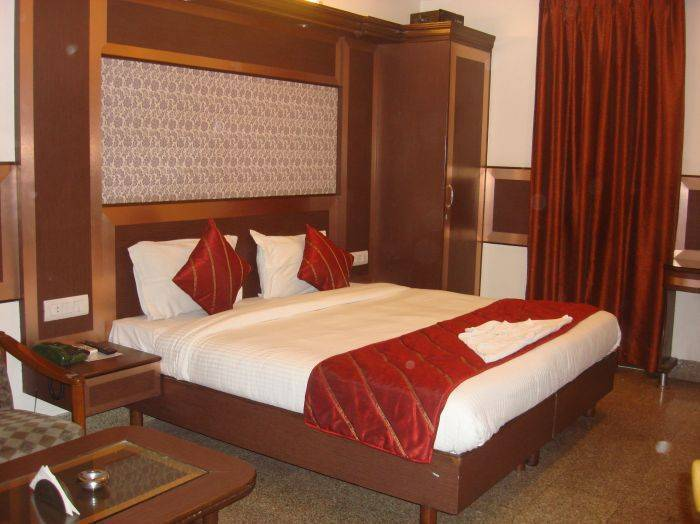 Hotel Rama Deluxe, New Delhi, India, bed & breakfasts with hot tubs in New Delhi