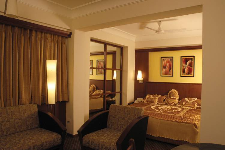 Hotel Skylon, Ahmadabad, India, hostels, lodging, and special offers on accommodation in Ahmadabad