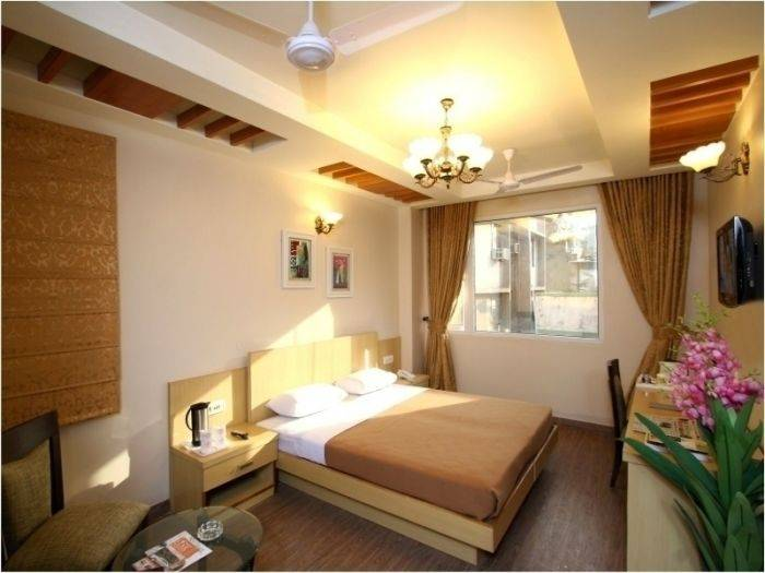 Hotel TJS Grand, New Delhi, India, find adventures nearby or in faraway places, book your hostel now in New Delhi