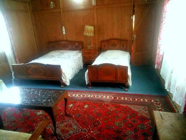 House Boat Snow Goose, Srinagar, India, travel locations with bed & breakfasts and hotels in Srinagar
