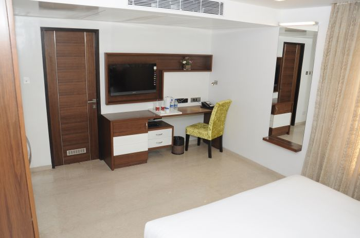 Lawoods Hotel, Chennai, India, famous travel locations and hostels in Chennai