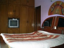 Lisa's Homestay India, New Delhi, India, what is a backpackers hotel? Ask us and book now in New Delhi