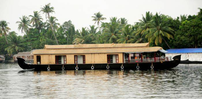 Vaishnav Houseboat, Alleppey, India, India hostels and hotels