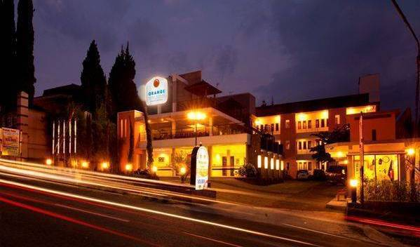 Asia Hotel - Search for free rooms and guaranteed low rates in Karanganyar 5 photos