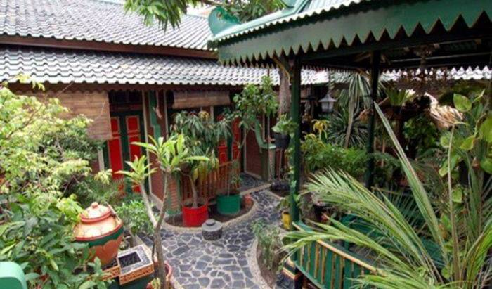 Kampoeng Djawa Hotel - Get cheap hostel rates and check availability in Yogyakarta, youth hostel 18 photos