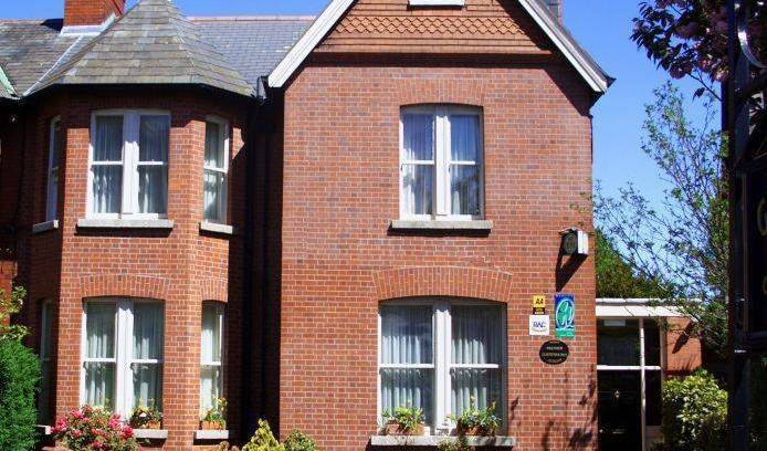 Glenogra Townhouse - Get cheap hostel rates and check availability in Ballsbridge, youth hostel 5 photos