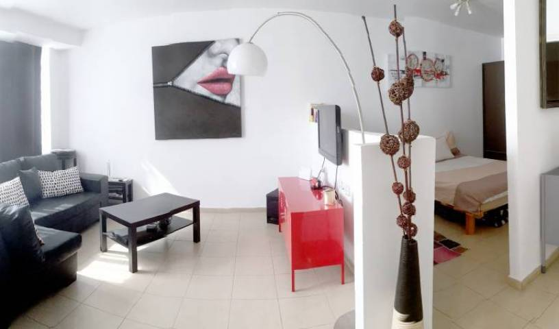 Beautiful Stylish Lft in Tel Aviv Centre, exclusive bed & breakfast deals in Netanya, Israel 13 photos