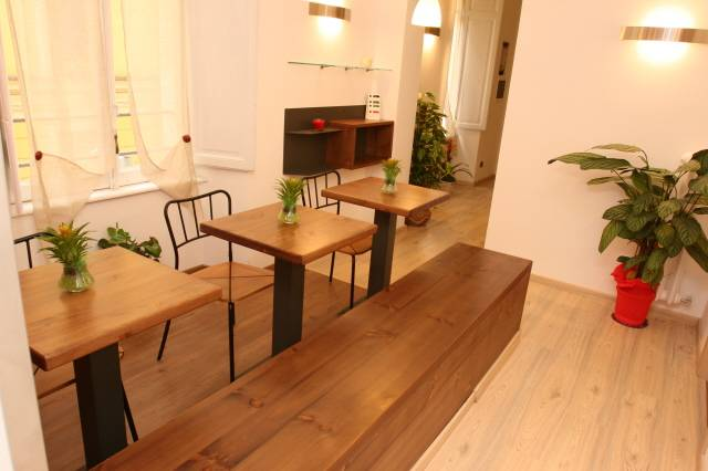 111 Bed and Breakfast, Rome, Italy, HostelTraveler.com receives top ratings from customers and hostels as a trustworthy and reliable travel booking site in Rome