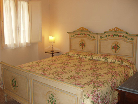 Alex House, Florence, Italy, compare reviews for hostels in Florence