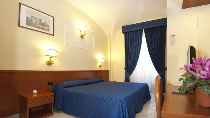 Arco Romano Rooms, Rome, Italy, where to stay and live in a city in Rome