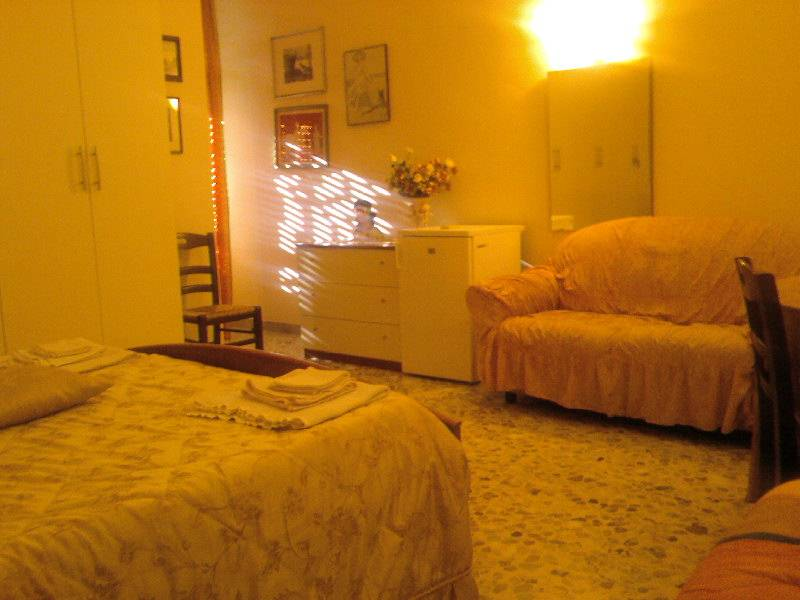 Bed and Breakfast F.G., Bari, Italy, book bed & breakfasts and hotels now with IWBmob in Bari