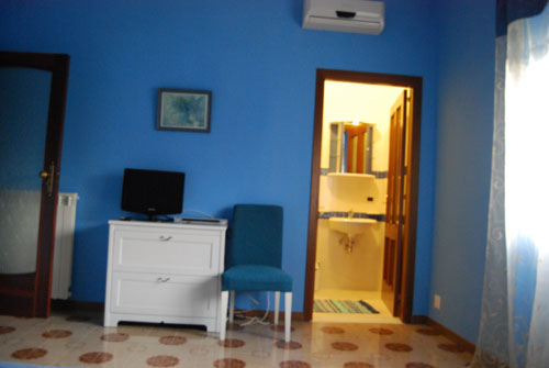 Bed and Breakfast Napoli Arcobaleno, Napoli, Italy, alternative hostels, cheap hotels and B&Bs in Napoli