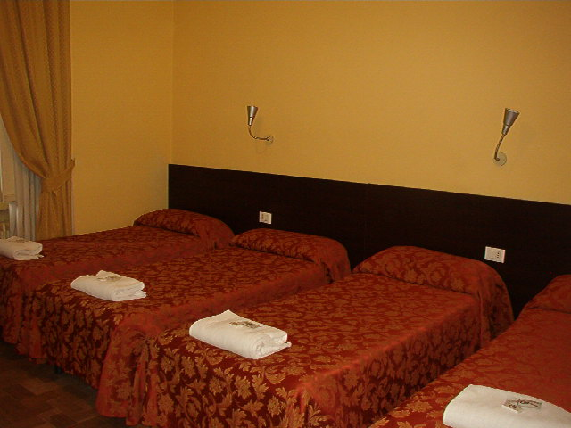 Bed in Milano, Milan, Italy, hostels near subway stations in Milan