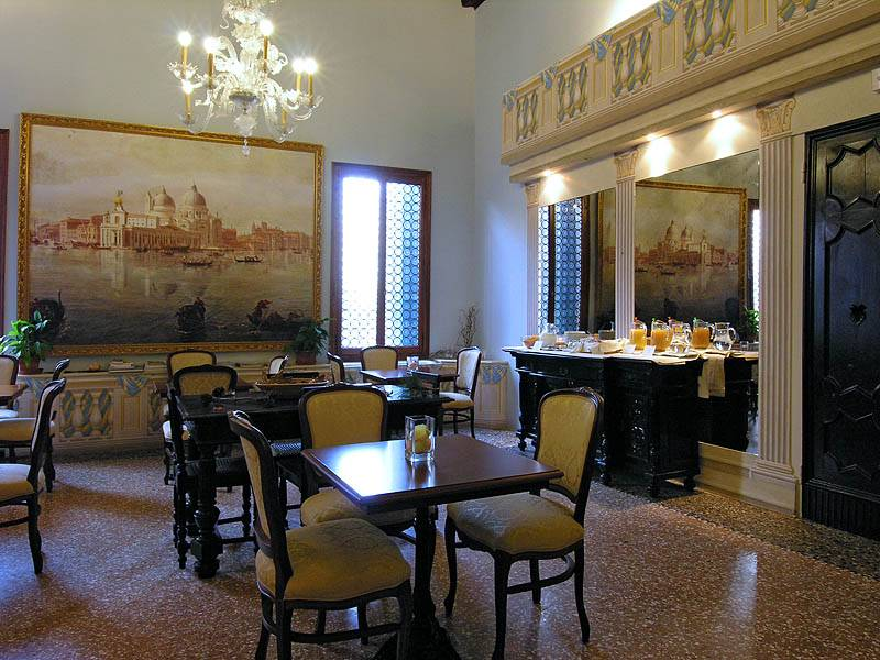 Ca' Centopietre, Venice, Italy, tips for traveling abroad and staying in foreign bed & breakfasts in Venice