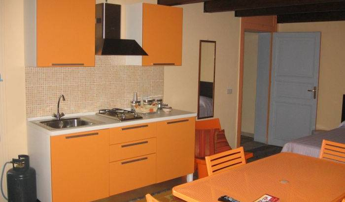 B and B Centrale, hostels for ski trips or beach vacations in Trapani, Italy 18 photos