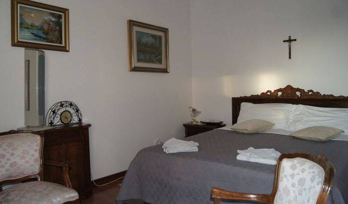 BB Maddalena di San Zeno, book flights and rental cars with bed & breakfasts in Castelnuovo del Garda, Italy 23 photos
