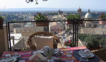 Bedandbreakfast Tre Metri Sopra Il Cielo - Search available rooms and beds for hostel and hotel reservations in Caltagirone, backpacker hostel 52 photos