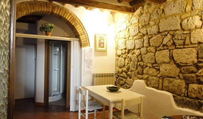 Casa Aladina - Search available rooms and beds for hostel and hotel reservations in San Gimignano 6 photos