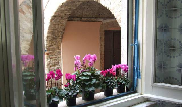 Casa Degli Artisti Poeti, bed & breakfasts available in thousands of cities around the world in Sulmona, Italy 9 photos