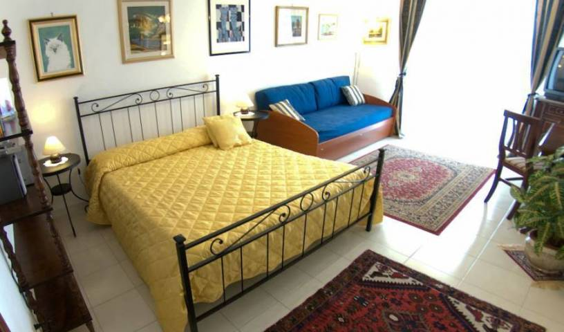 Chez Gabrielle - Search available rooms and beds for hostel and hotel reservations in Rome 8 photos