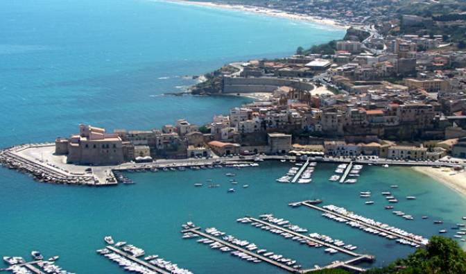 DaLina Town House - Get cheap hostel rates and check availability in Castellammare del Golfo 9 photos