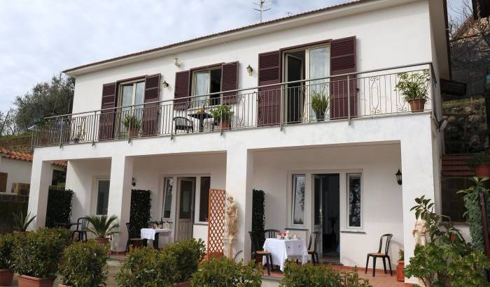 Il Cottage Bed and Breakfast, last minute bookings available at bed & breakfasts in Anacapri, Italy 12 photos