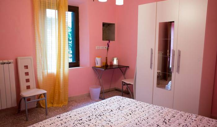 Maison Dei Miracoli -  Pisa, best alternative bed & breakfast booking site in Airport Pisa, Italy 11 photos