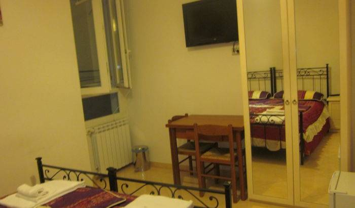 Navigator Roma, this week's hot deals at hostels in Roma (Rome), Italy 32 photos