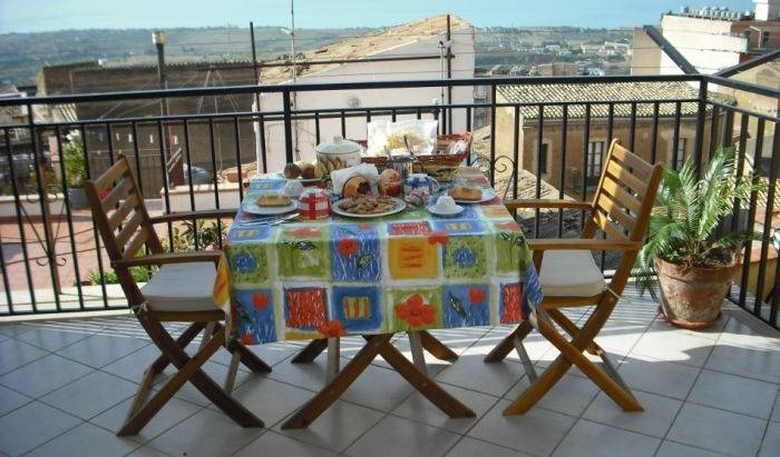 Night and Day - Search available rooms and beds for hostel and hotel reservations in Agrigento 10 photos