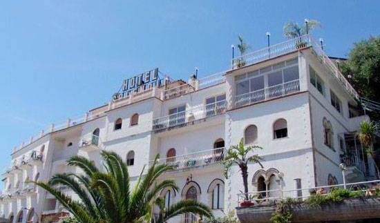 President Hotel Splendid - Get cheap hostel rates and check availability in Taormina 8 photos