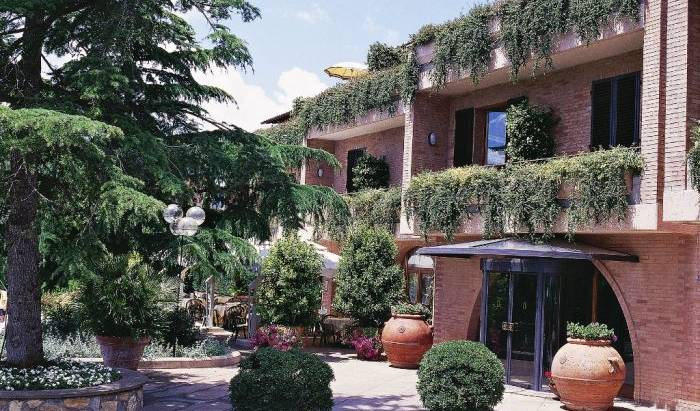 Relais Santa Chiara Hotel -  San Gimignano, bed & breakfasts with ocean view rooms in Tavarnelle Val di Pesa, Italy 10 photos