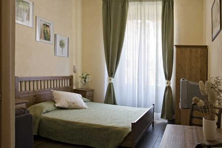 Domus Victoria, Rome, Italy, save on bed & breakfasts with BedBreakfastTraveler.com in Rome