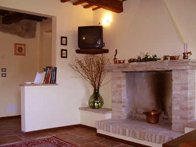 Farm House L'Olmo di Casigliano, Cessapalombo, Italy, bed & breakfasts in safe neighborhoods or districts in Cessapalombo