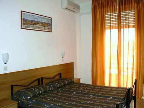 Florence Youth Hostel, Florence, Italy, compare with the world's largest hostel sites in Florence