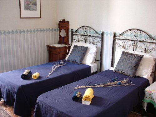 Essiale Bed and Breakfast, Genova, Italy, compare with the world's largest hostel sites in Genova