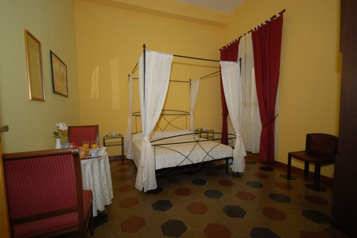 Gaius Roma, Rome, Italy, how to select a hostel in Rome