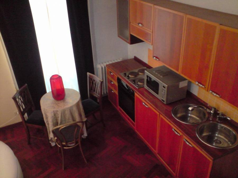 Golden Rooms Spanish Steps, Rome, Italy, read reviews from customers who stayed at your bed & breakfast in Rome