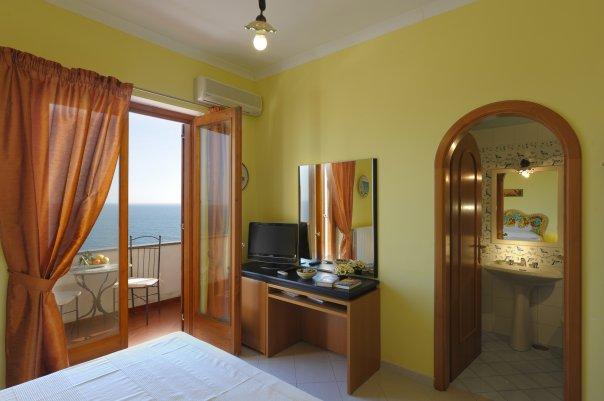 Il Giardino Dei Limoni, Praiano, Italy, geneaology travel and theme travel in Praiano