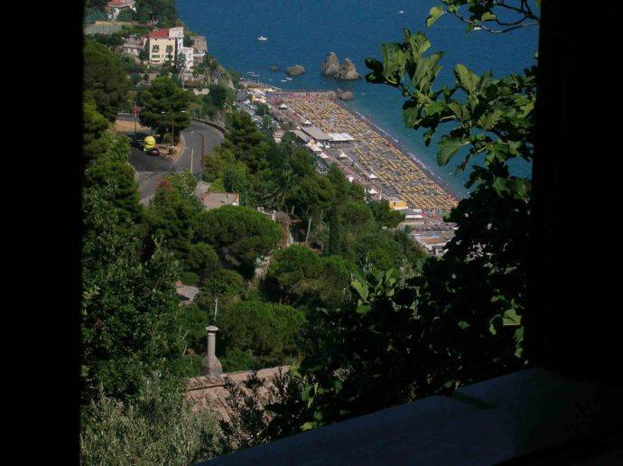 Il Melograno in Costa D'Amalfi, Salerno, Italy, tips for traveling abroad and staying in foreign bed & breakfasts in Salerno