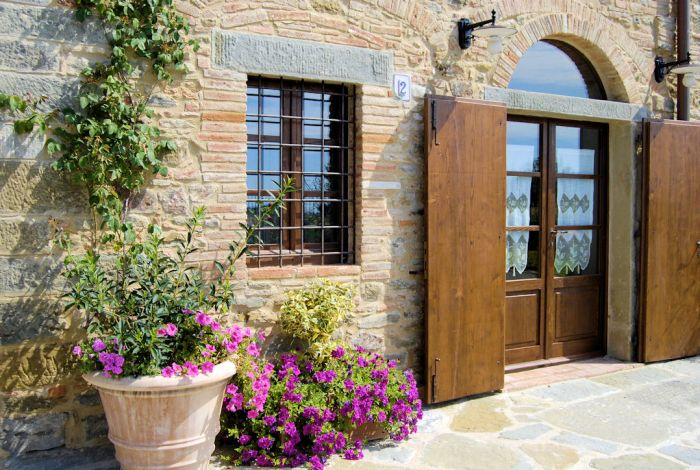 La Mucchia Vacation Farmhouse in Tuscany, Cortona, Italy, bed & breakfasts available in thousands of cities around the world in Cortona