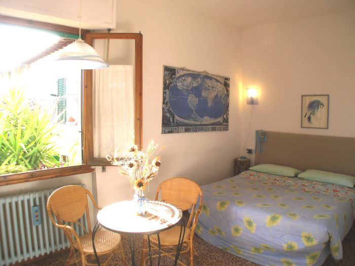 Leonardo's Rooms Bed and Breakfast, Florence, Italy, youth hostels for the festivals in Florence