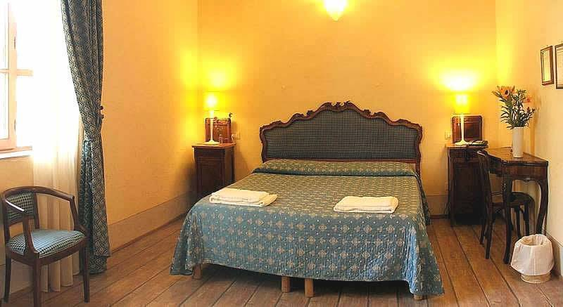 Locanda Degli Artisti Hotel Azzi, Florence, Italy, hostels and rooms with views in Florence