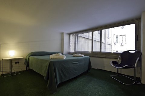 Mr Frills BB, Rome, Italy, hostels worldwide - online hostel bookings, ratings and reviews in Rome