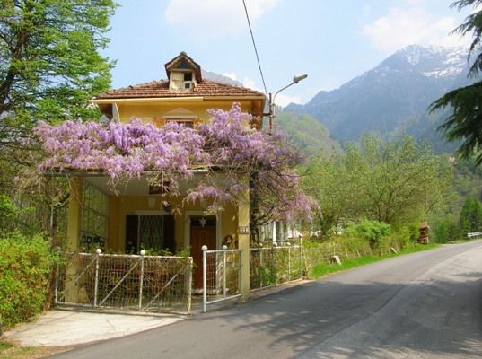 Residenza Dello Scoiattolo, Anzino, Italy, Italy bed and breakfasts and hotels