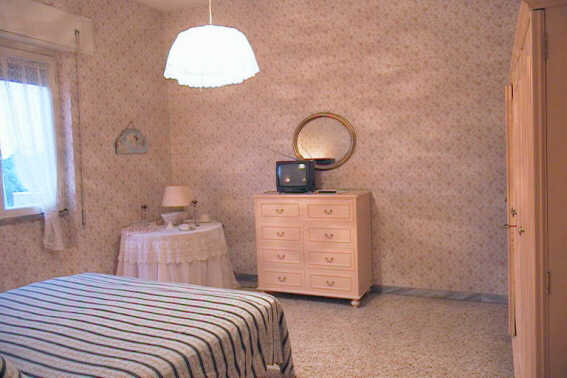Roma Bed And Breakfast, Rome, Italy, romantic hostels and destinations in Rome