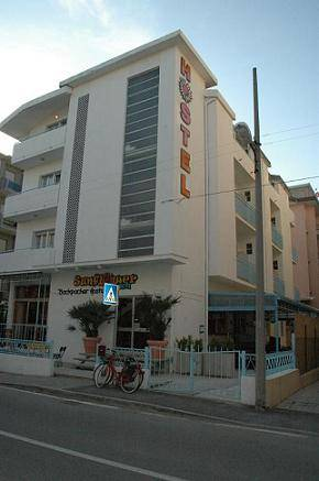 Sunflower Beach Backpacker Hostel, Rimini, Italy, late bed & breakfast check in available in Rimini
