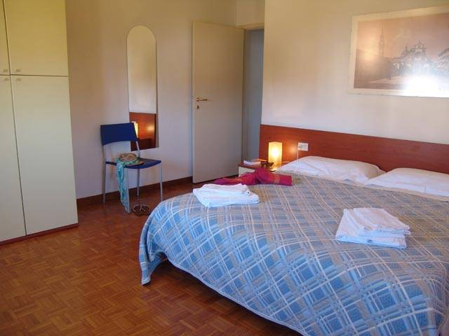 Yellow Apartment, Firenze, Italy, youth hostel and backpackers hostel world accommodations in Firenze