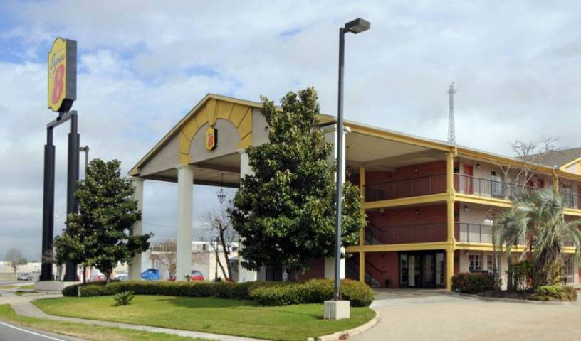 Super 8 - Airport New Orleans - Get cheap hostel rates and check availability in Metairie, superior destinations 7 photos