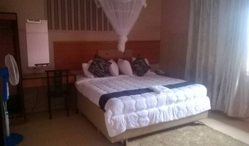 Hunters Lodge - Search for free rooms and guaranteed low rates in Lilongwe, backpacker hostel 22 photos